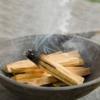 Kép 3/4 - A palo santo füstölő tértisztításhoz is kiváló.