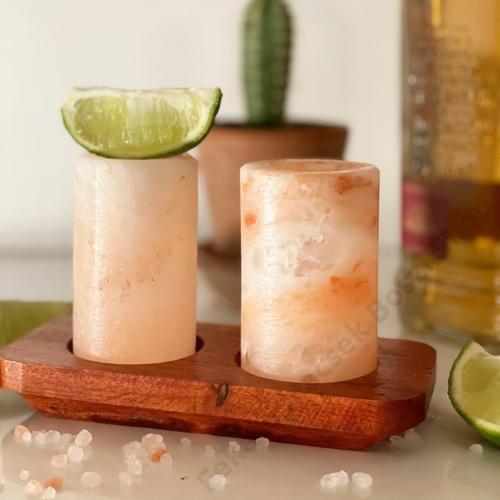 exkluzív feles pohár készlet himalájai sótömbből faragva