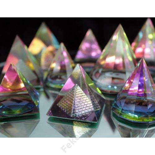 kristálypiramisok több féle változatban