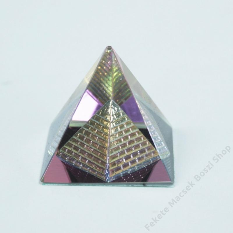 Mini piramis a piramisban különleges dekoráció