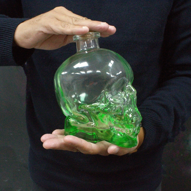 koponya alakú üveg