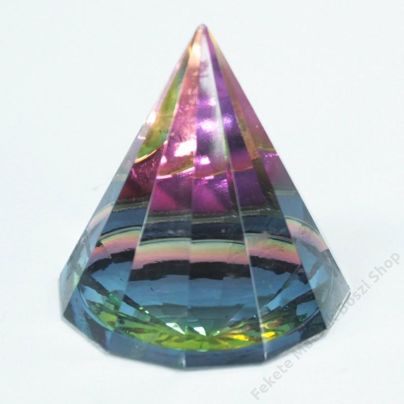 12 oldalú színes kristálypiramis. Szemkápráztató látvány, ahogy a színek és a fény játszik rajta.