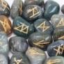 Kép 2/3 - mohaachát kristályból készült rúna készlet vászonzsákban